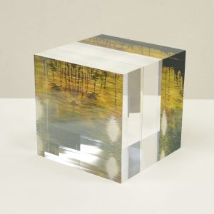 Distance of the moment, 2012 | Acrylic on acrylic glass | 10 × 10 × 10 cm